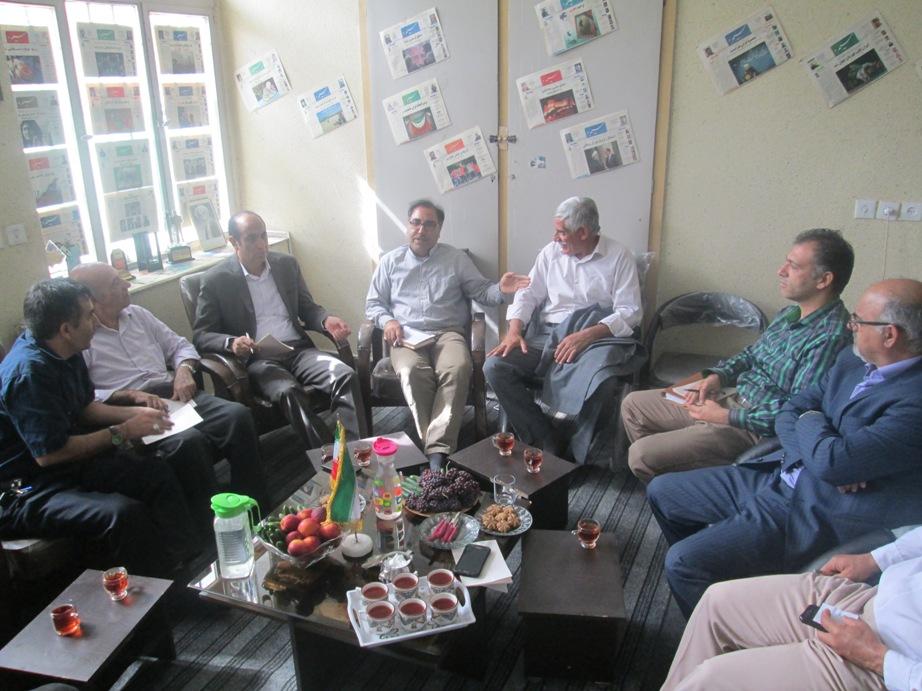 بازدید محمد بیرانوندی از دفتر هفتهنامهی سیمره