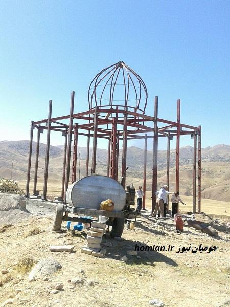 آرامگاه ترکه میر، شاعر و عارف نام دار لک، در حال ساخت / گفت و گو با سازنده ی این بنا